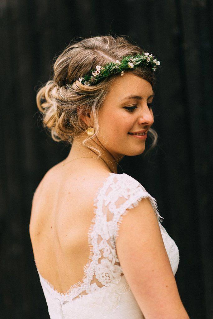 Brautfrsur Locken gesteckt mit Blumenkranz Haarkranz