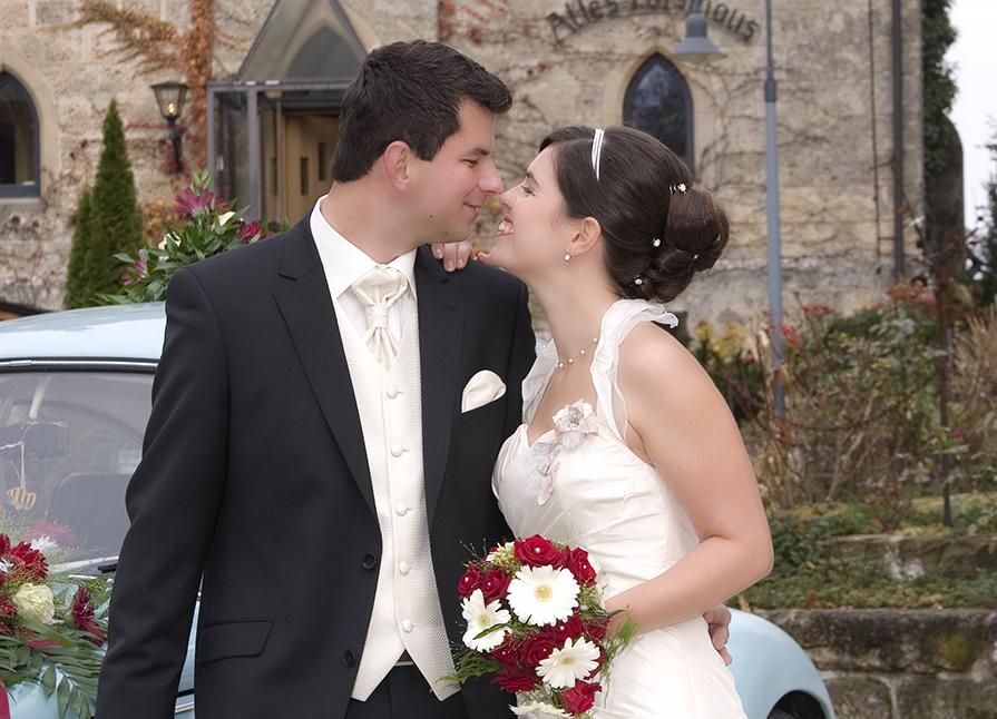 Klassisches Brautstyling klassische Steckfrisur Perlencurlies