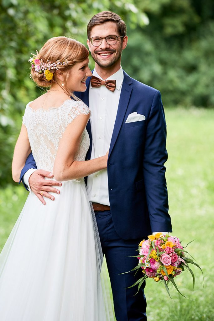 Portrait Foto Braut und Bräutigam Styling Blumen