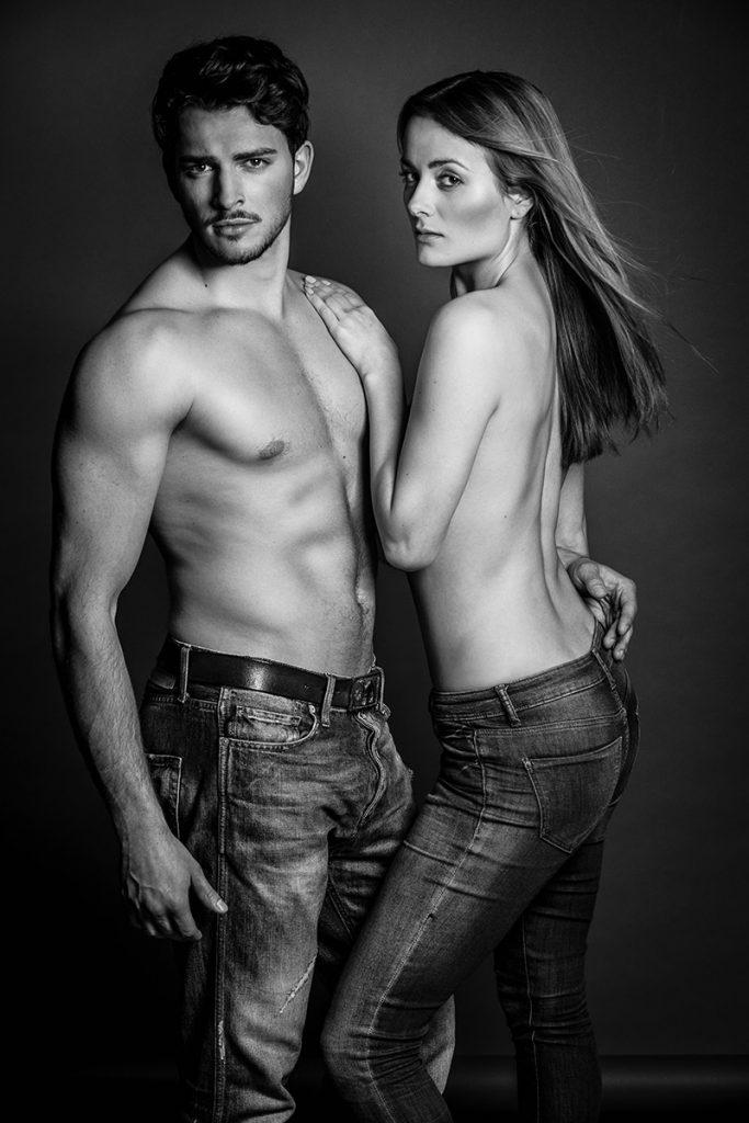Paar black and white schwarz-weiß Jeans
